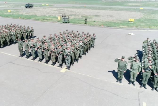 ՌԴ ՊՆ. Խաղաղապահների մասնակցությամբ Ստեփանակերտում անց է կացվել Հաղթանակի օրվան նվիրված շքերթի փորձը