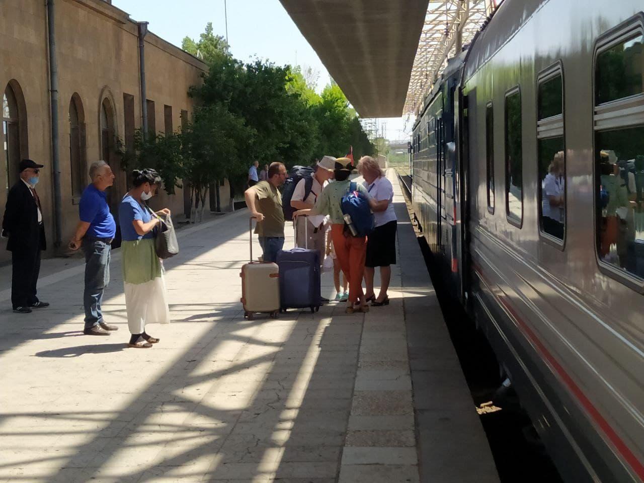 ՀԿԵ. Բացվեց ամառային ուղևորափոխադրումների սեզոնը. Բաթումի է մեկնել այս տարվա առաջին գնացքը
