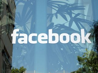 Facebook приобрела Instagram за 715 млн. долл.