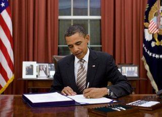 Обама принял закон об отмене потолка госдолга