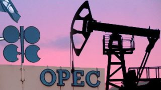 ОПЕК урезала добычу нефти до годового минимума