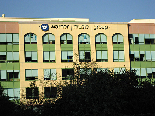 Выручка мировой музыкальной индустрии увеличилась впервые с 1999г.
