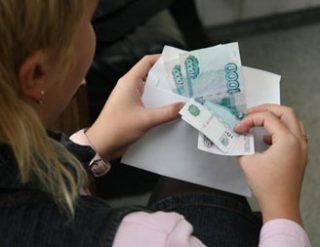 Зарплаты британцев продолжают падать