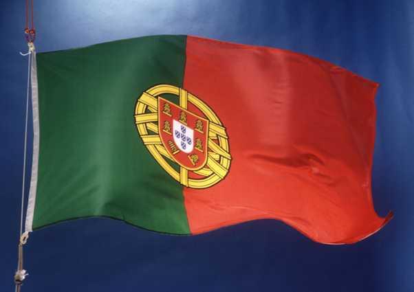 Экономика Португалии продолжает сокращаться