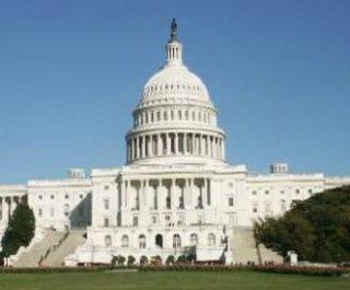 Сенат США согласился на повышение налогов на триллион долларов