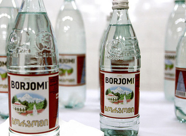 РФ включил зеленый свет около 200 видам алкоголя и минводы Грузии