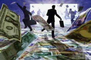 Индийская рупия упала до рекордного минимума к доллару