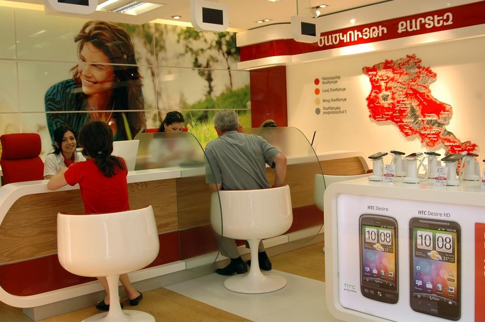 ВиваСелл-МТС: 10000 МБ интернета и 10000 минут внутри сети – при покупке Nokia Lumia 925 или HTC One