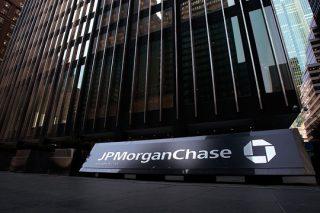 Многомиллиардные штрафы привели J.P.Morgan к убыткам