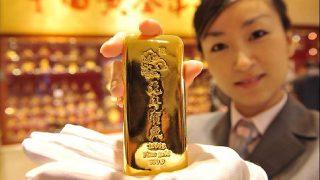 Китай стал крупнейшим в мире потребителем золотa