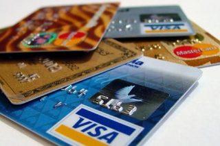 Россияне предпочитают расплачиваться за онлайн-покупки банковским картами