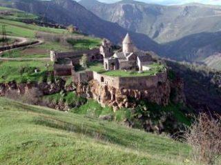 По итогам 2013 года Армению посетило 924 тыс. 965 туристов