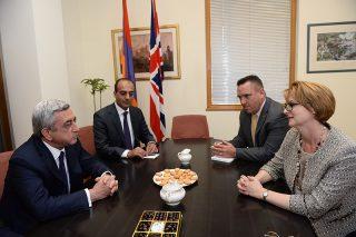 Серж Саргсян посетил посольство Великобритании в Армении