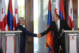 В резиденции Президента Грузии состоялась официальная церемония встречи Президента Сержа Саргсяна