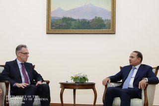 Овик Абраамян принял посла Франции в Армении Анри Рено