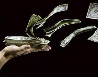 Отток капитала из РФ за 6 месяцев достиг $80 млрд
