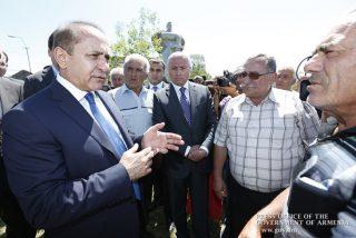 Премьер-министр посетил пострадавшие от града поля Ширакской области