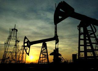 Мировые нефтетрейдеры прогнозируют цену на нефть марки Brent не дешевле $55 через год