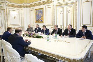 Карен Карапетян принял вице-президента Европейского инвестиционного банка Вазила Худака