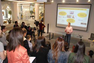 Beeline Armenia. Андрей Пятахин выступил с лекцией для учеников PR-школы
