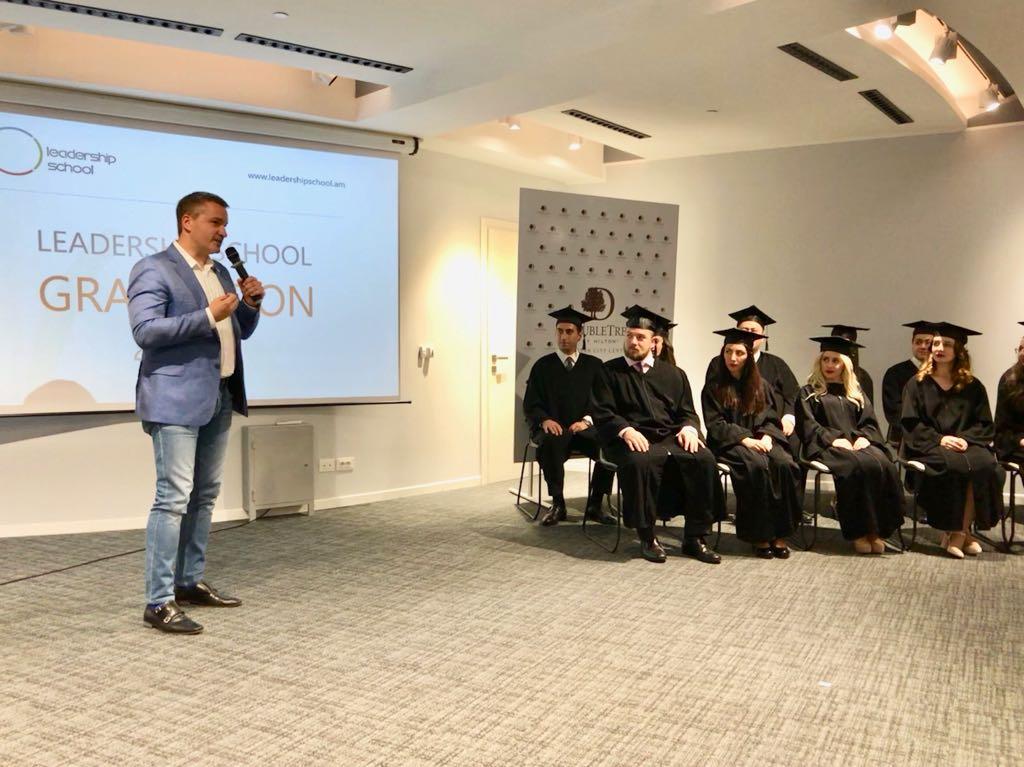 Beeline: Андрей Пятахин выступил с речью перед выпускниками «Школы лидерства»