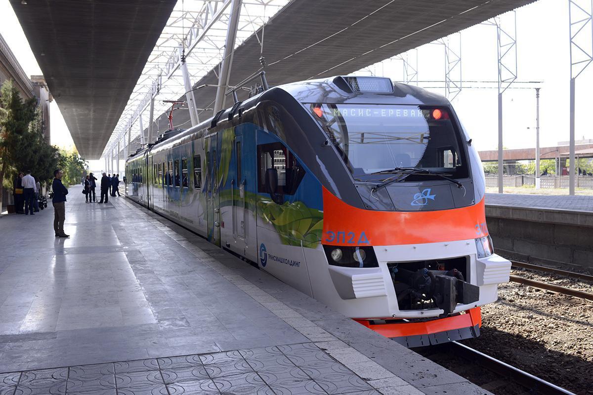 ЮКЖД. В связи с Днем независимости 21 сентября назначены дополнительные электропоезда между Ереваном и Гюмри