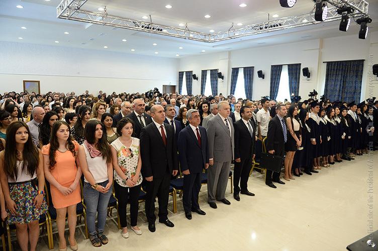 Серж Саргсян принял участие в церемонии вручения дипломов выпускникам педагогического университета