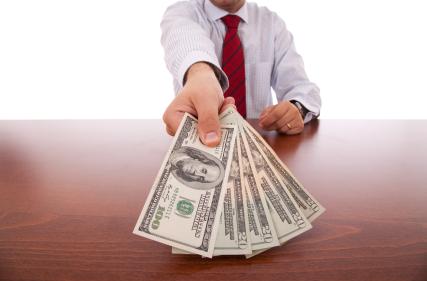 Впервые за три года госслужащим США будет повышена оплата труда