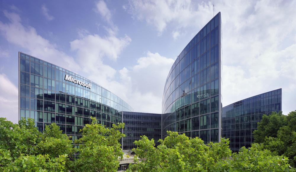 Годовая выручка Microsoft упала впервые с 2009 года