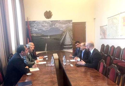 Министр Мартиросян принял представителей компании Mercedes-Benz