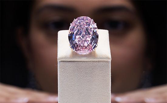 Розовый бриллиант Pink Star продали за $71 млн