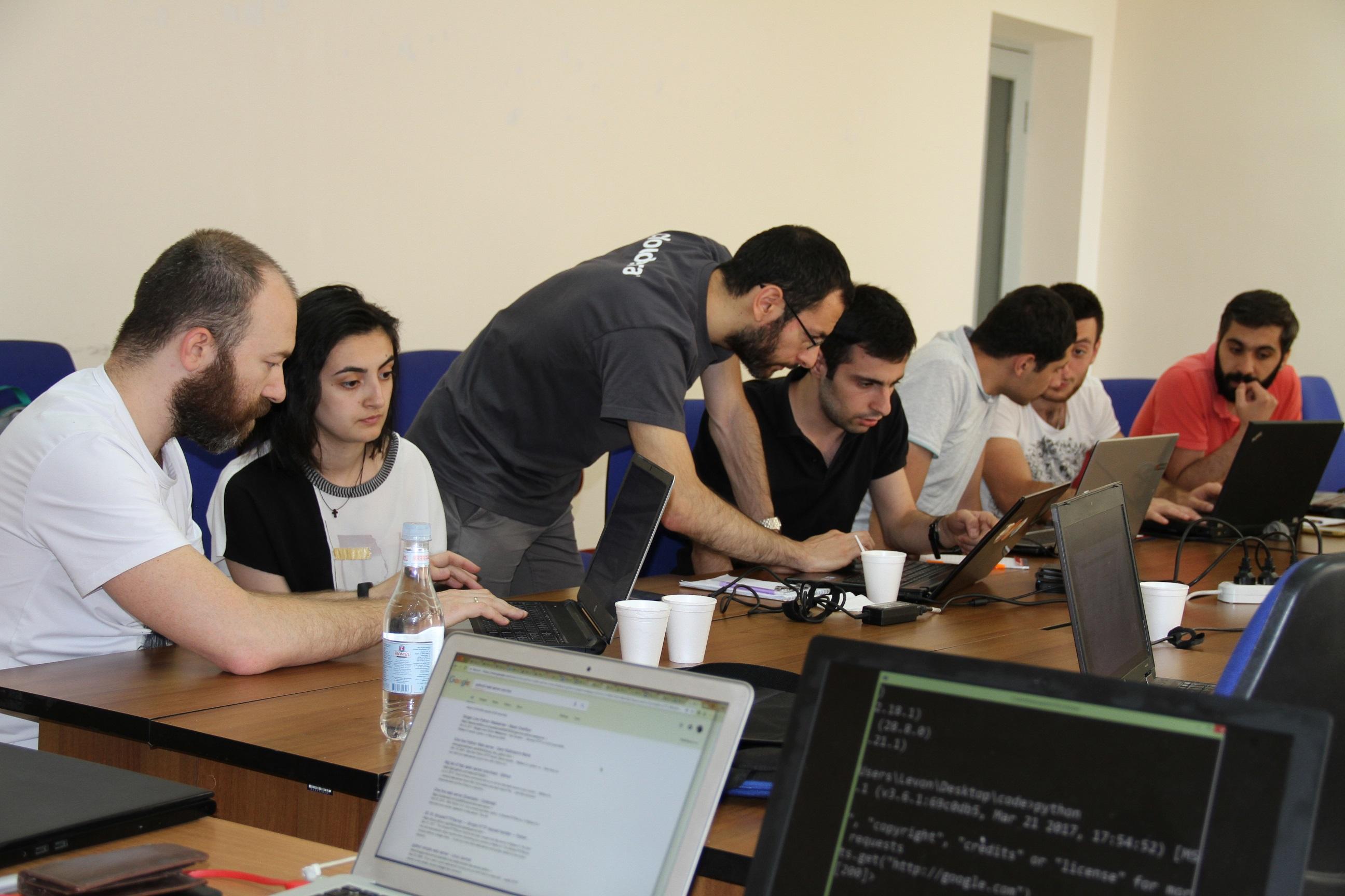 В Beeline прошел мастер-класс по языку программирования Python для армянских IT-специалистов