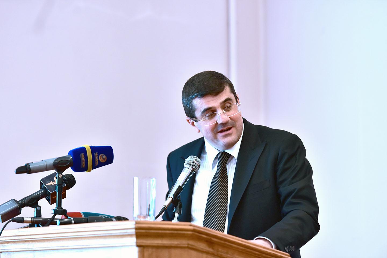 Экс-премьер Арцаха Араик Арутюнян считает участие Арцаха в переговорах обязательным