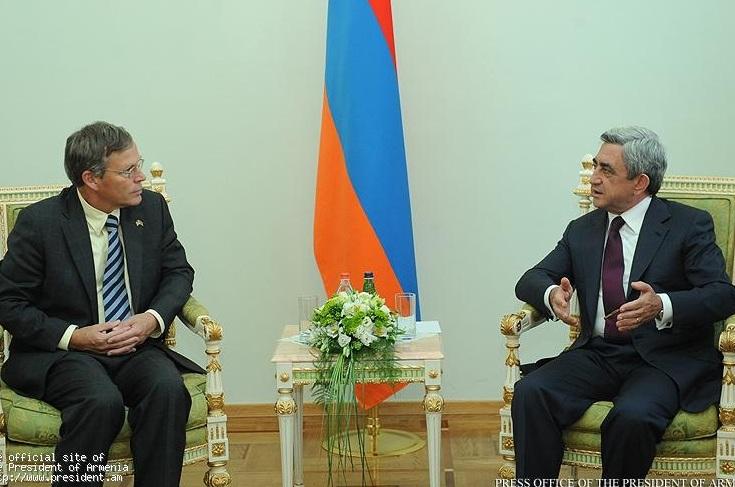 Президент Серж Саргсян принял верительные грамоты посла США в РА Джона Хеферна
