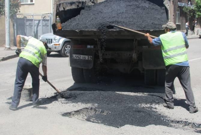 Գավառում ընթանում են փողոցների փոսային նորոգման աշխատանքներ