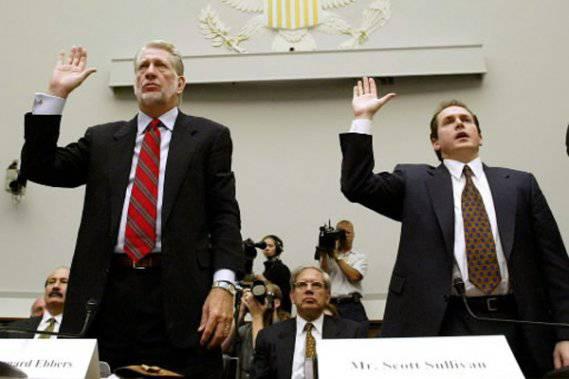 Դարի ֆինանսական խաբեբաները. Բերնարդ Էբերս և Սկոտ Սալիվան
