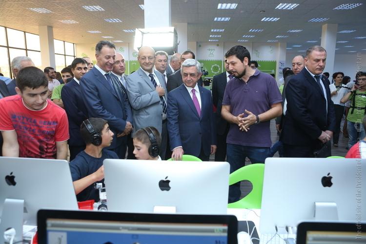 Սերժ Սարգսյանն այցելել է «ԴիջիԹեք էքսպո-2015» տեխնոլոգիական ցուցահանդես