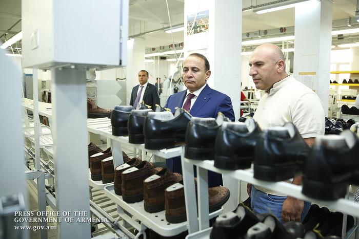 Հովիկ Աբրահամյանն այցելել է կոշիկի արտադրությամբ զբաղվող «Փիրալյան» ընկերություն