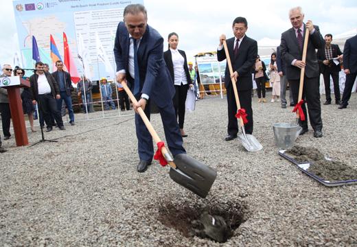 Մեկնարկեցին Հյուսիս - Հարավ ճանապարհի Թալին-Լանջիկ և Լանջիկ-Գյումրի ճանապարհահատվածների շինարարական աշխատանքները