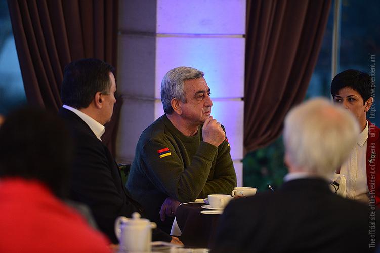 Սերժ Սարգսյանը Ստեփանակերտում հանդիպում է ունեցել Արցախ այցելած ՀՀ մշակույթի գործիչների հետ