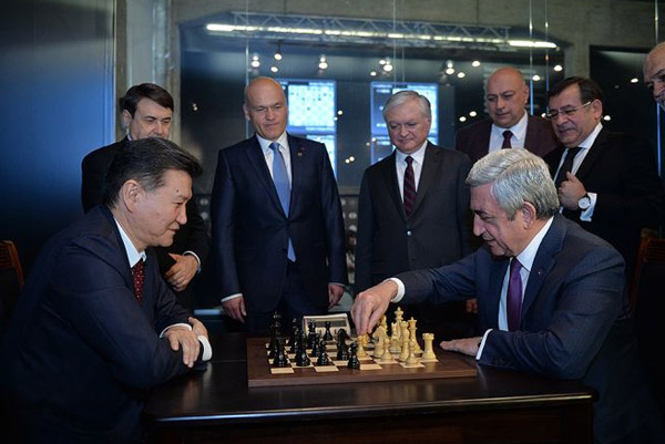 Սերժ Սարգսյանը շախմատի կայծակնային խաղում հաղթել է ՖԻԴԵ-ի նախագահին