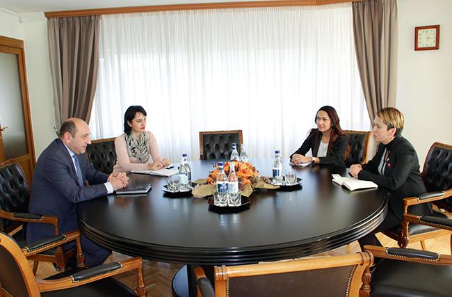 Սուրեն Կարայանն ընդունել է Կոկա-կոլա Հելլենիկ Արմենիա ընկերության գլխավոր տնօրեն Սայյորա Այուպովայի հետ