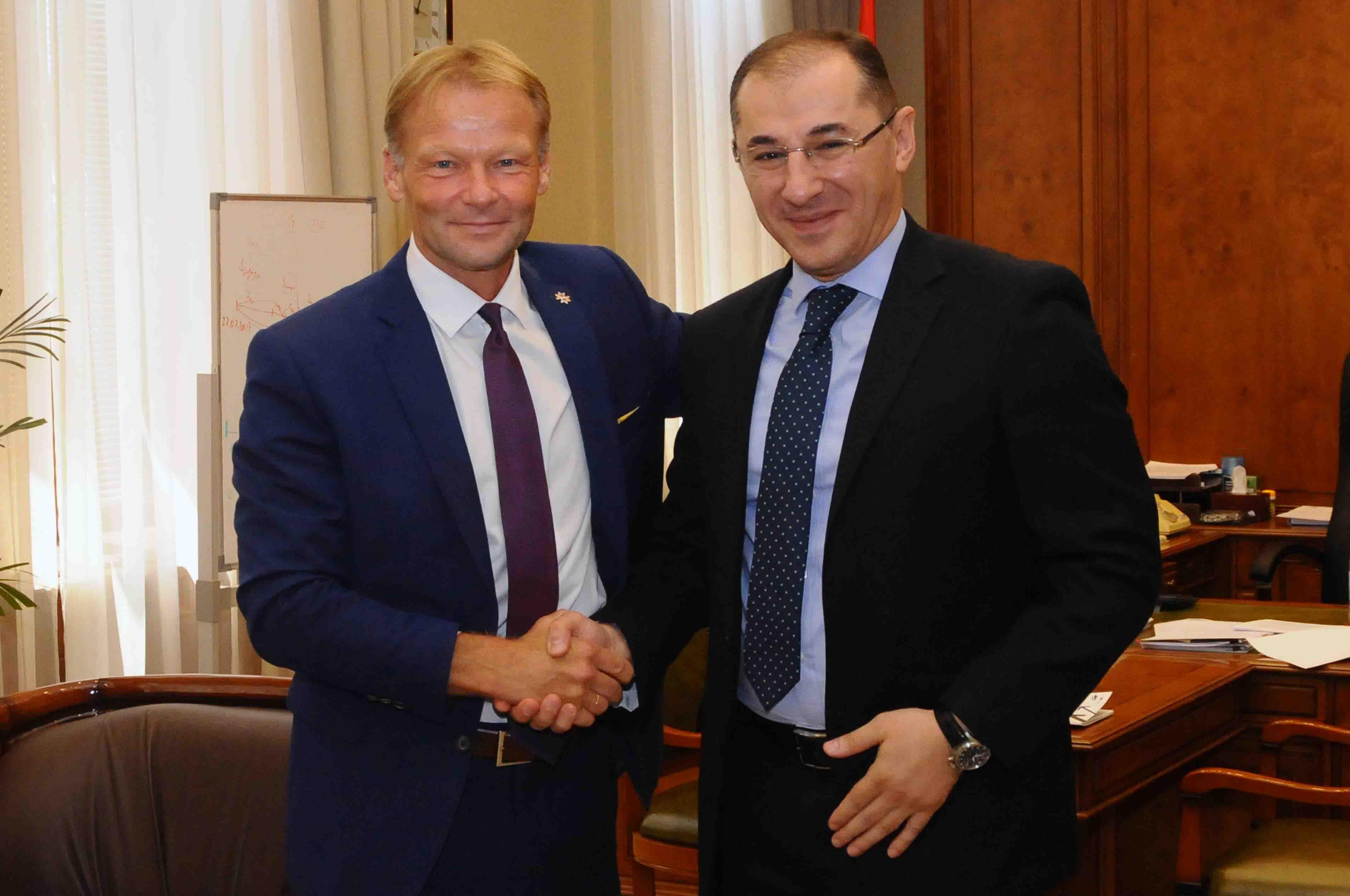 Վարդան Արամյանը հանդիպել է Եվրոպական ներդրումային բանկի փոխնախագահ Վազիլ Հուդակին