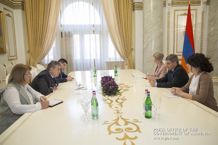 Վարչապետ Կարապետյանն ընդունել է Լեհաստանի արտակարգ և լիազոր դեսպան Եժի Նովակովսկիին