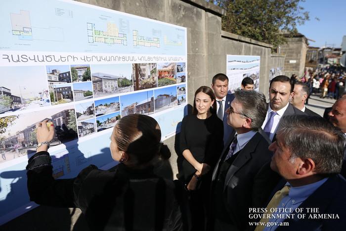 Կարեն Կարապետյանի մասնակցությամբ Գյումրիում բացվել է հիմնանորոգված Ռուսթավելի փողոցը