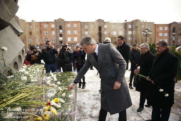 Կարեն Կարապետյանը հարգանքի տուրք է մատուցել 1988-ի երկրաշարժի զոհերի հիշատակին