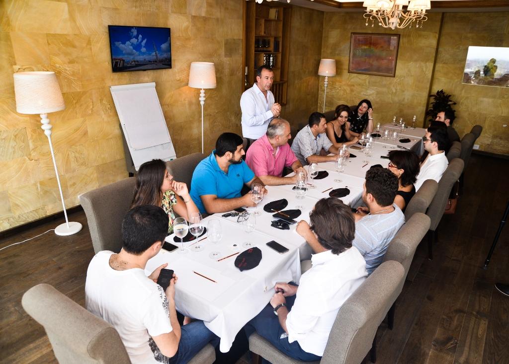 Հայկական գինիների համտես և վարպետության դասընթաց աշխարհահռչակ Սոմելյե Ֆրանկ Թոմասի հետ