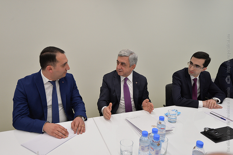 Նախագահ Սերժ Սարգսյանը հանդիպում է ունեցել «Երիտասարդ գիտնականների աջակցության ծրագրի» մասնակիցների հետ