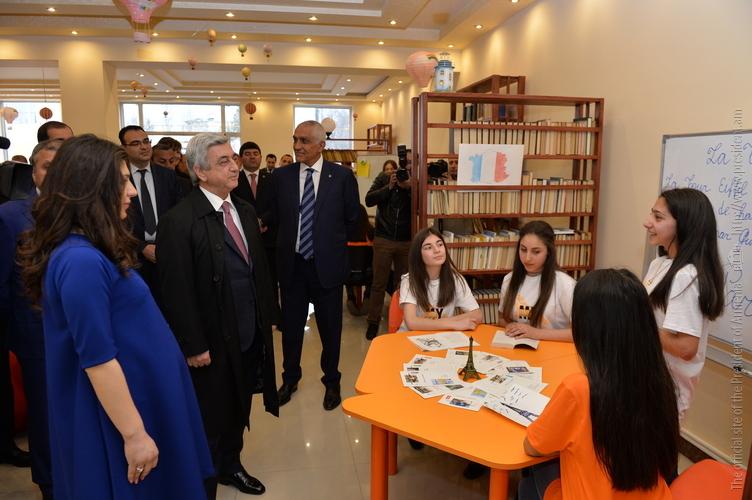 Նախագահ Սարգսյանն այցելել է Մասիս քաղաքի երիտասարդական կենտրոն