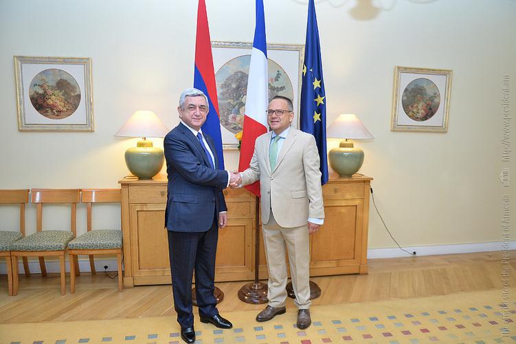 Ֆրանսիայի ազգային տոնի առթիվ Նախագահն այցելել է Հայաստանում Ֆրանսիայի դեսպանություն